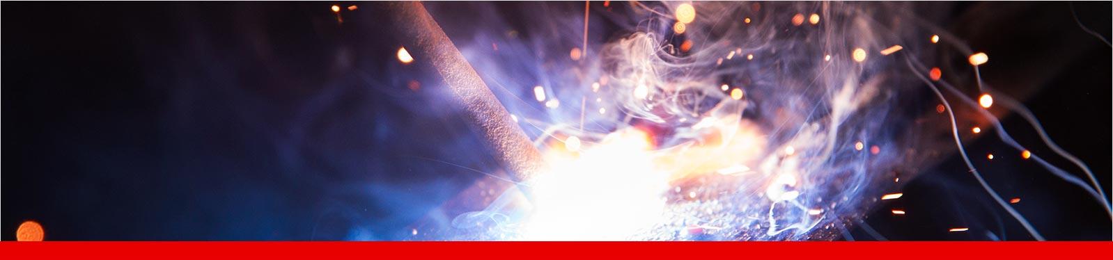 Das Elektrodenhandschweißen, oder auch Lichtbogenhandschweißen ist eines der ältesten Schweißverfahren und bis heute nicht weg zu denken