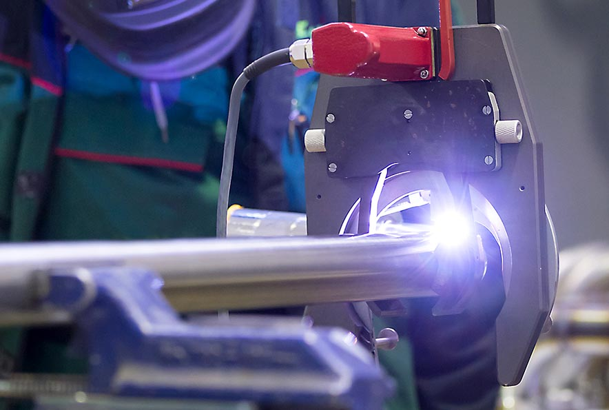 Das Orbitalschweißverfahren dient zur Herstellung von Rohr-Rohr-, Rohr-Formteil- und Rohr-in-Boden-Verbindungen mithilfe des WIG Schweißprozesses.